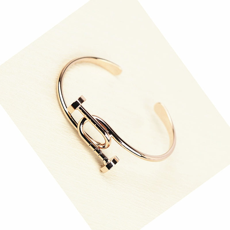 Exaggerated personality open bangle
