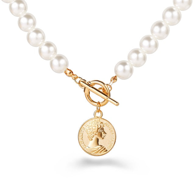 Get this pearl and coin necklace and join this summer 2020 trend