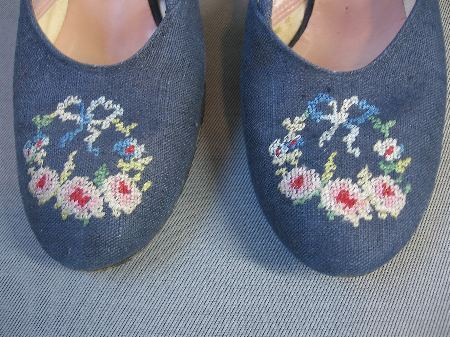 vintage 50s floral embroidered heels
