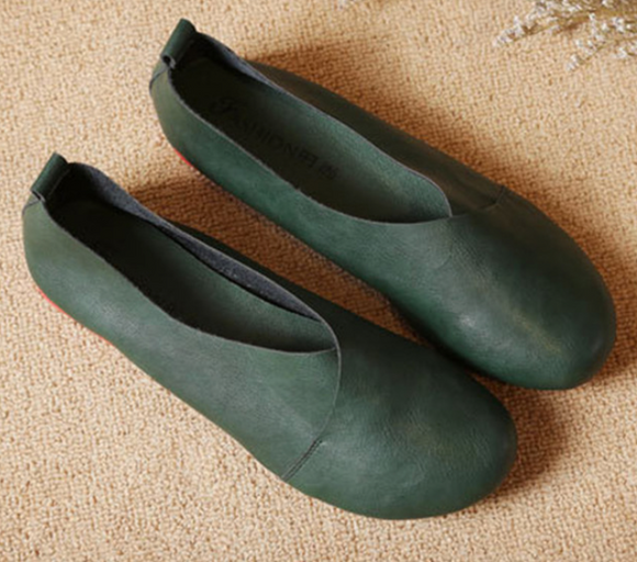 FLEXIBLE, HAND-SEWN COWHIDE SHOES