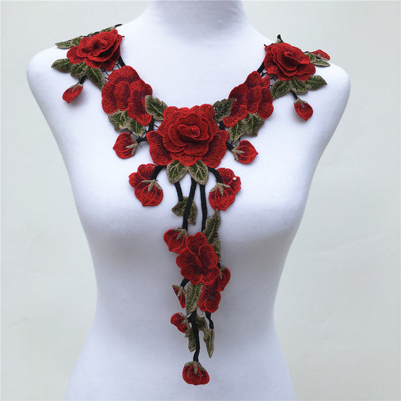UNIQUE ROSE COLLAR