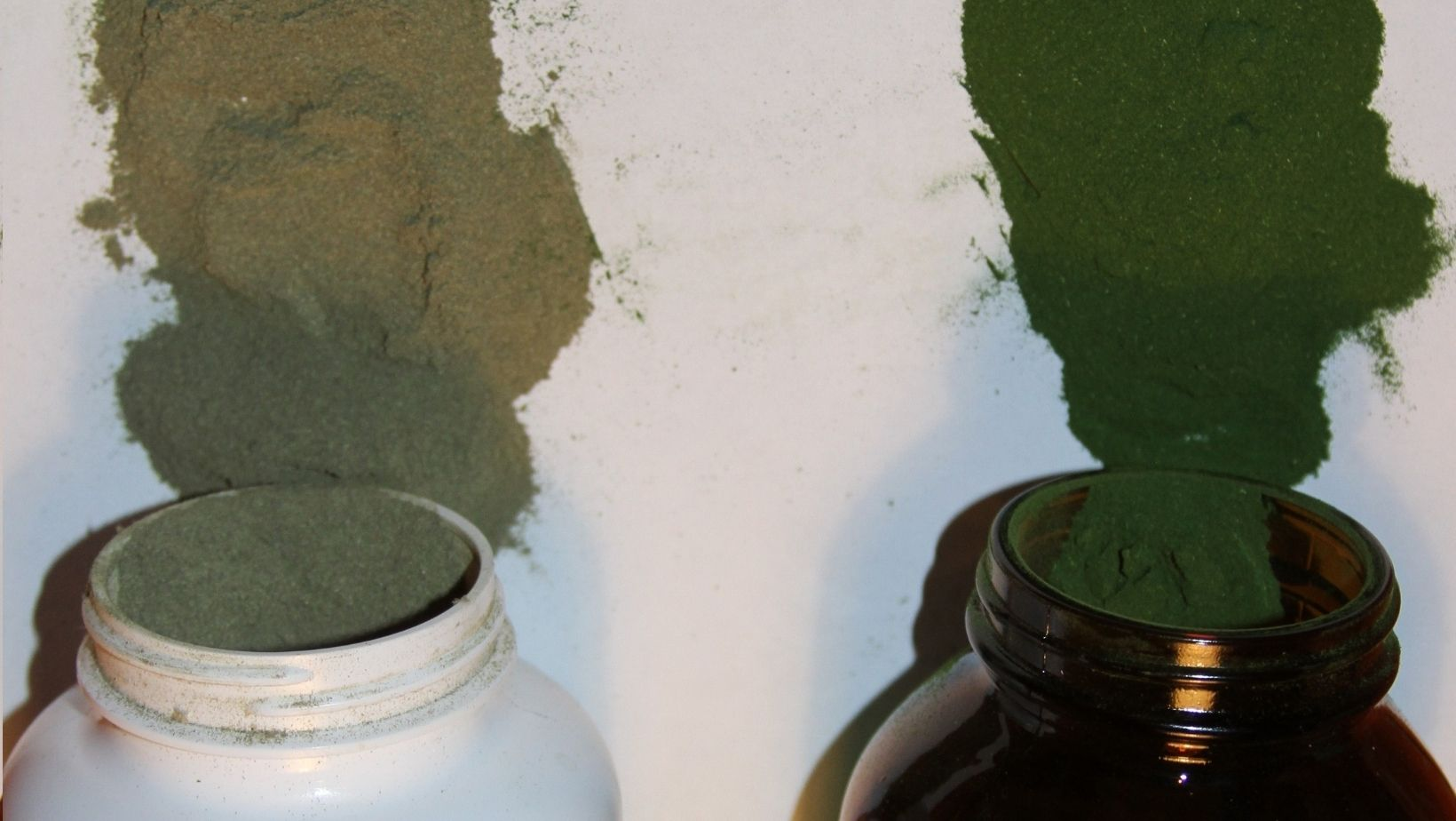 Notice the difference in freshness between PINES wheat grass stored in an amber glass bottle versus the leading competitor stored in plastic.
