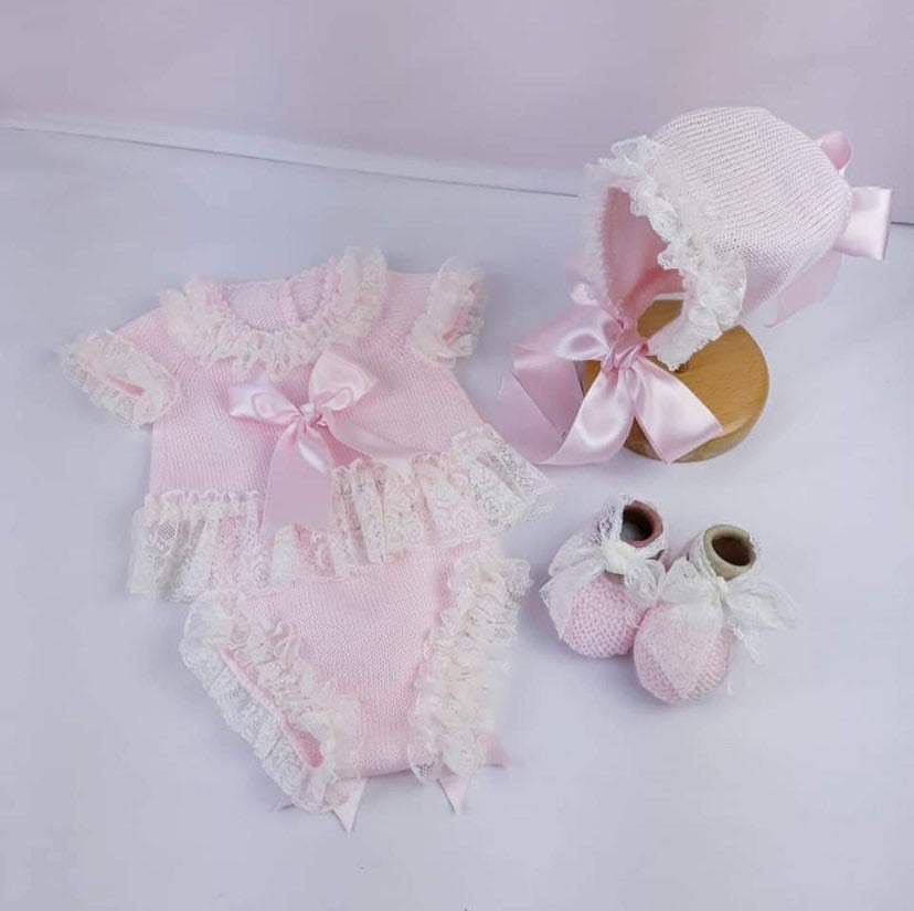AMORE knitted set (top, pants and bonnet)