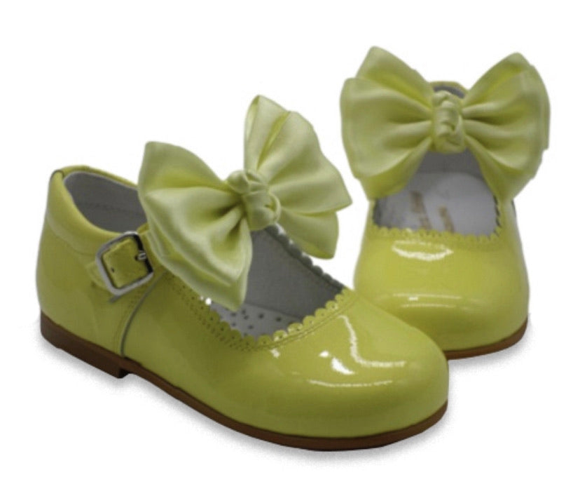 Clearance shoe lemon sizes 22,23,24,