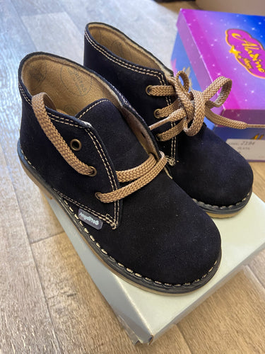 Clearance shoe navy size 26 (uk 8.5)