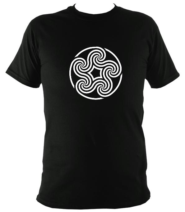Swirling Celtic Five Spiral T-shirt - T-shirt - Black - Mudchutney
