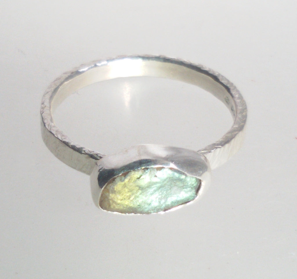 1595 Rock Face Labradorite Oval Ring size N