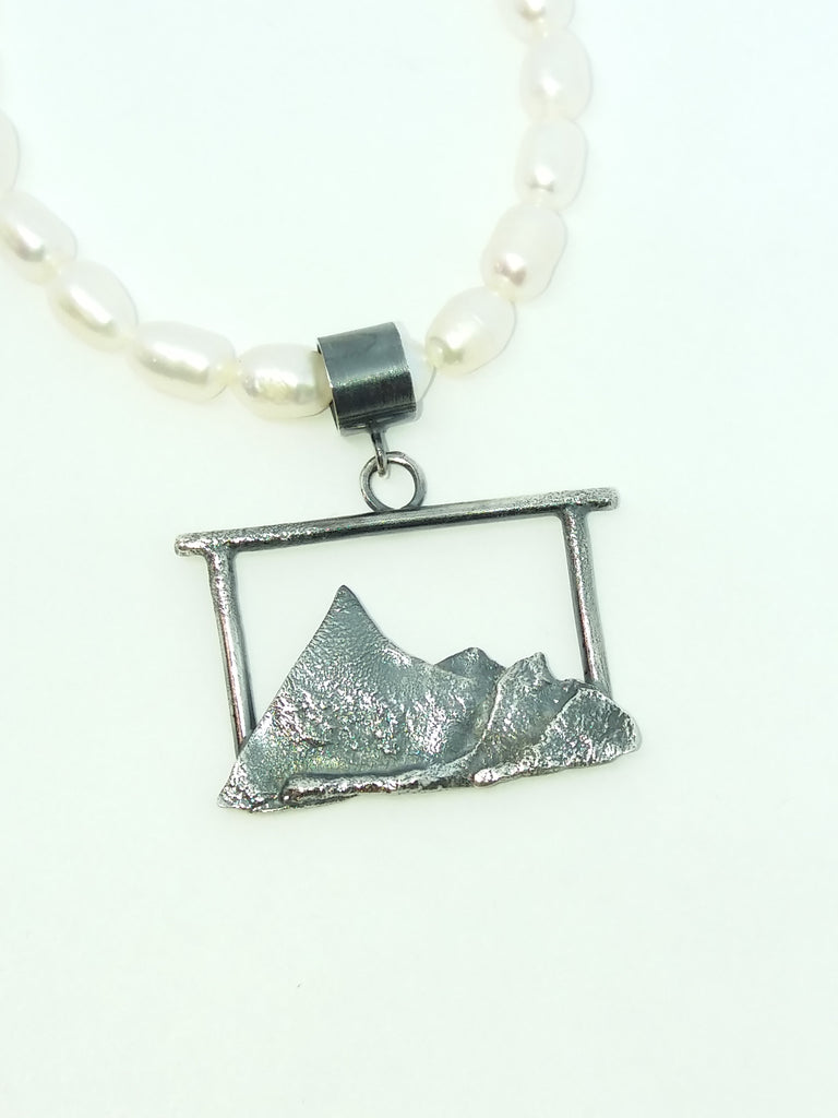 1730 Mountain View Pendant