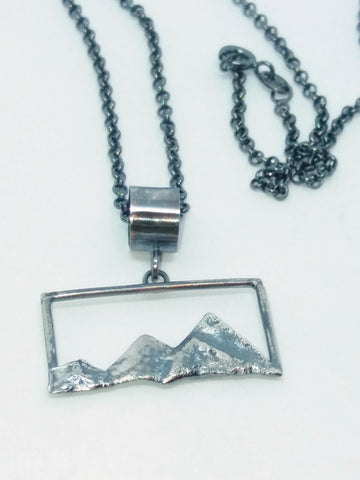Landscape Pendant 'Many Mounts'