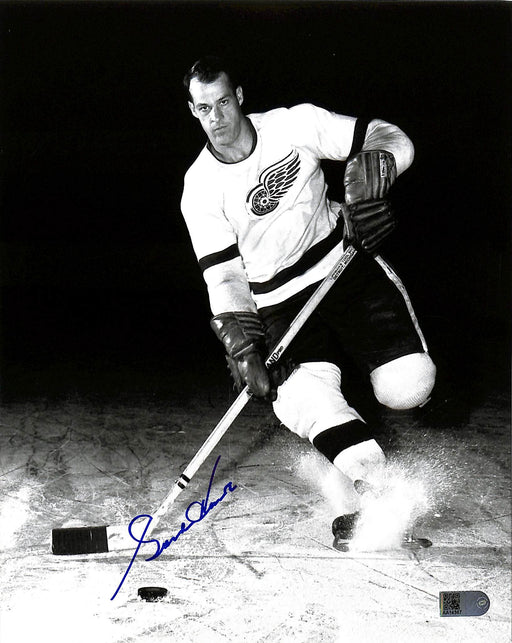 gordie howe signed 8x10 photo black & white aiv certificate of authenticity