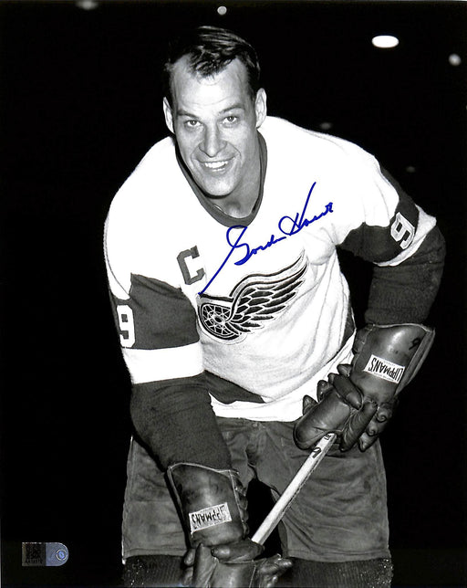 gordie howe signed 8x10 photo in white aiv certificate of authenticity