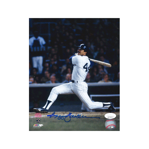 Reggie Jackson Autographed Yankees 8 x 10 Baseball Photo Pose 3 (JSA)