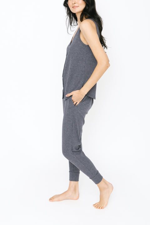 THE S+T EVERYDAY BUTTON TANK IN CHARMING CHARCOAL
