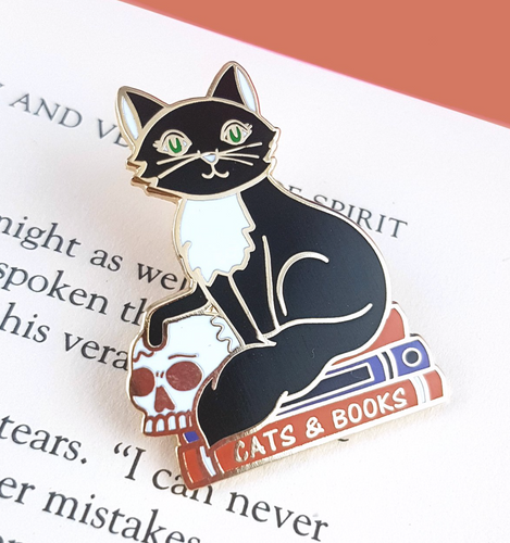 Jubly Umph - CATS AND BOOKS LAPEL PIN