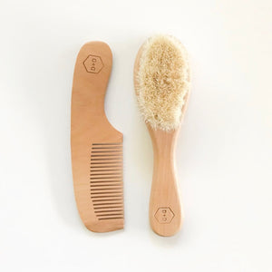 D + D wood brush and comb set.