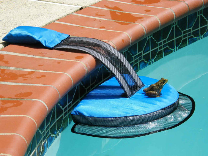 FrogLog Swimming Pool Floating Critter Escape Ramp