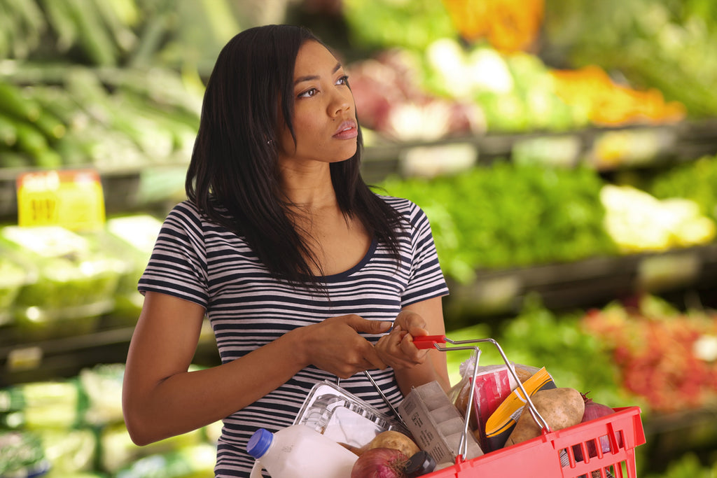 intermittent fasting meal plan: woman shopping a fresh vegetables and fruits