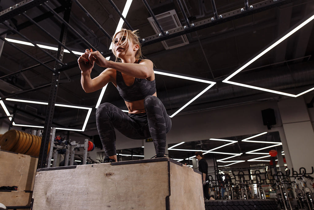 metabolic training: a woman working out at the gym