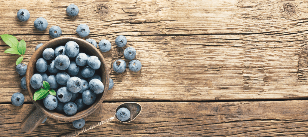 what are nootropics: blueberries on a wooden bowl
