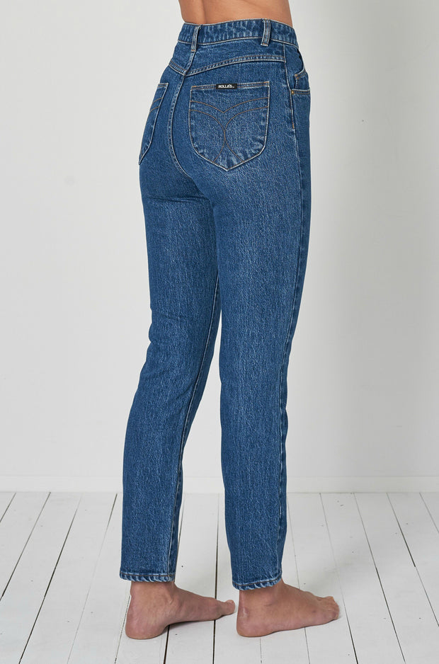 ROLLAS DUSTERS  The Rollas Dusters are rigid high-rise blue jeans. The Rollas Dusters now come in two fresh shades of blue; New Vintage and Sadie Blue. The Dusters Jeans feature a high-rise waist, five pockets and fitted silhouette with tapered straight legs, The Dusters Jean is a trademark fit to the Rollas brand, these Jeans are great versatile staples for your wardrobe!