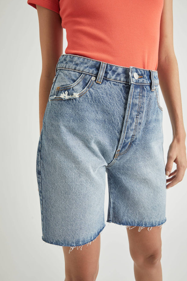 ROLLAS CLASSIC CUTOFF  The Rollas Classic Cutoff shorts are now available in and updated 90's Black, and Backstreet Blue. The Denim Shorts are easy-to-wear relaxed fitting cut-off shorts, with a high-rise waist. The Denim Shorts feature five classic pockets, finished with raw hemlines and a signature 'Rolla's' tag on the back pocket to finish. Simple and Stylish, the Rollas Classic Cutoff shorts are so easy to wear, team them back with your favourite tee and trainers for an easy summer style.