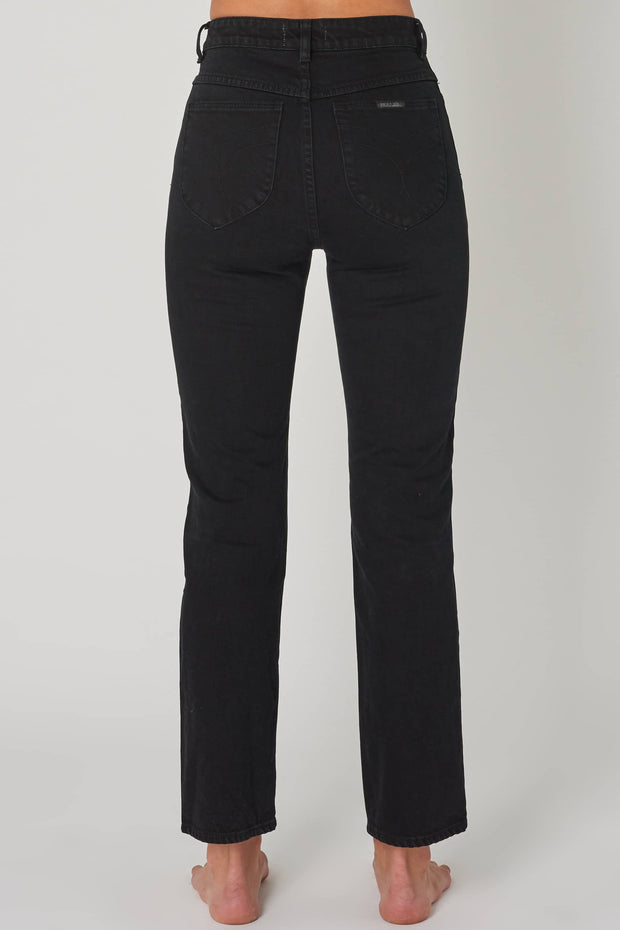 ROLLAS ORIGINAL STRAIGHT COMFORT JEAN - JET BLACK  The Rolla's Original Straight Comfort Jeans are rigid high-rise jeans now available in Black. The Dusters Jeans feature a high-rise waist, five pockets and fitted silhouette with tapered straight legs, The Rolla's Original Straight Comfort Jean is a trademark fit to the Rollas brand, these Jeans are great versatile staples for your wardrobe!