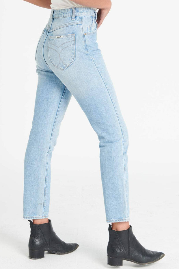 ROLLAS DUSTERS - OLD STONE  The Rollas Dusters are rigid high-rise blue jeans. The Rollas Dusters now come in a fresh shades of blue; Old Stone. The Dusters Jeans feature a high-rise waist, five pockets and fitted silhouette with tapered straight legs, The Dusters Jean is a trademark fit to the Rollas brand, these Jeans are great versatile staples for your wardrobe!