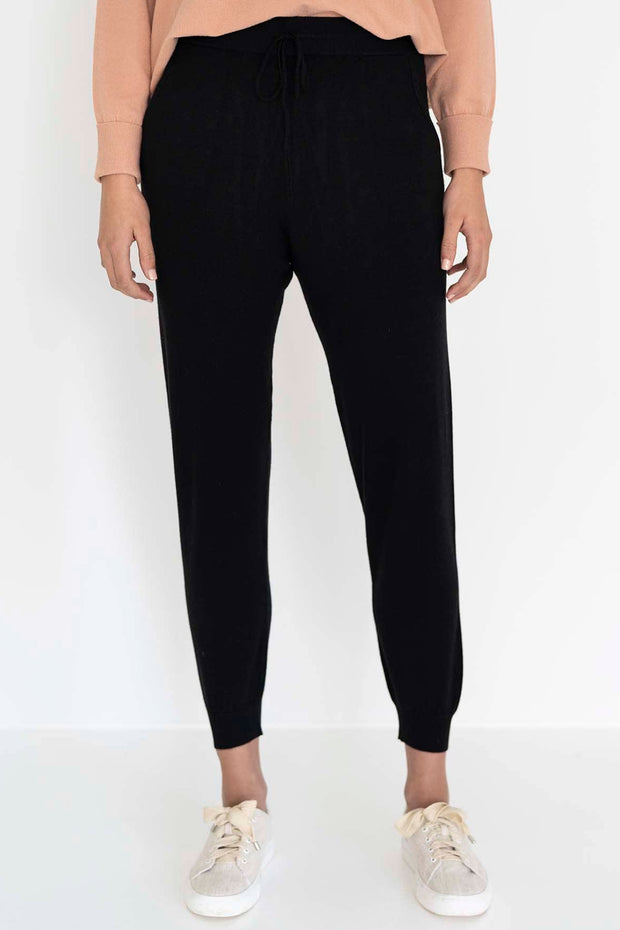 HUMIDITY WOMENS LOUNGE PANT - BLACK  The Humidity Lounge Pants are super-soft relaxed fitting lounge pants perfect for daily and casual wear.  The Lounge Pants feature an encapsulated elasticated waistband with a classic drawstring for fastening, subtle tapering, and ribbing along the cuffed legs. Simple, comfy and versatile, The Humidity Lounge Pants will be your new favourite casual pants!