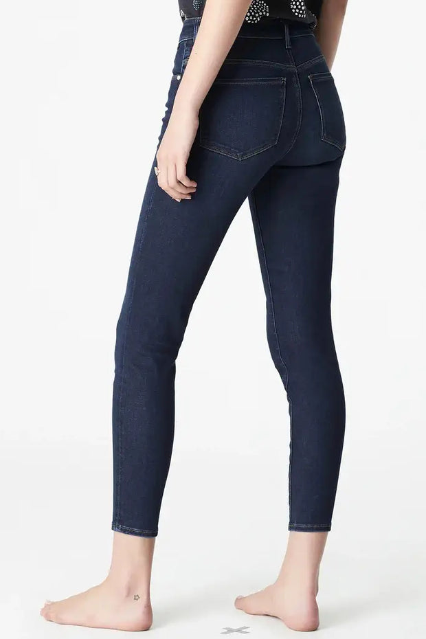 MAVI WOMENS ALISSA ANKLE - DARK GOLDEN GOLD  The Mavi Alissa Jeans are now available in Dark Golden Gold. The Alissa Jeans are the perfect jean combing comfort and style, they are crafted in a dark high-rise stretch denim. Featuring five classic pockets, and a signature 'Mavi' Branding patch, finished with a light wash and cropped length, they can easily be worn causally or dressed up.