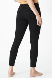 MAVI WOMENS TESS - BLACK TRIBECA  The Mavi Tess Jeans are now available in; Black Tribeca, and will be your new favourite black skinny jeans! Crafted from a soft fabric blend, the Tess Jeans are fitted and deep black in colour, giving them a luxe look, making them perfect for dressing up or down.