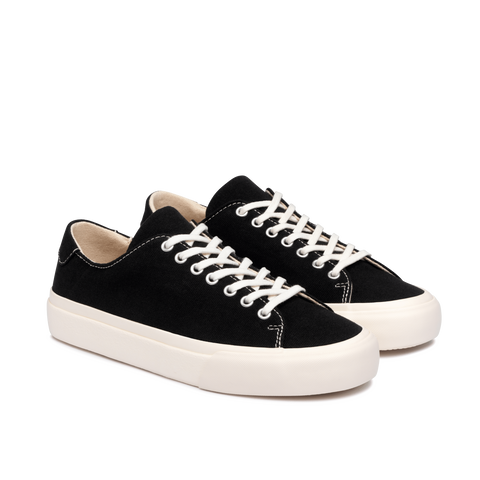 COLLECTIVE CANVAS BAAN - BLACK  The Collective Canvas Baan Sneakers are now available in Black. The Baan Sneakers feature a minimalist design, with classic laces for fastening, and are practical versatile sneakers perfect for daily wear.