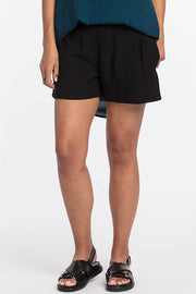 NES DARTSTA SHORT - BLACK  The Nes Dartsta Shorts are now available in Black, and will move with you effortlessly through the warmer seasons. The Dartsta Shorts are simple, stylish and versatile, they feature gentle pleats at the front, with two pockets and a flat front, finished with an elasticated waistband at the back.