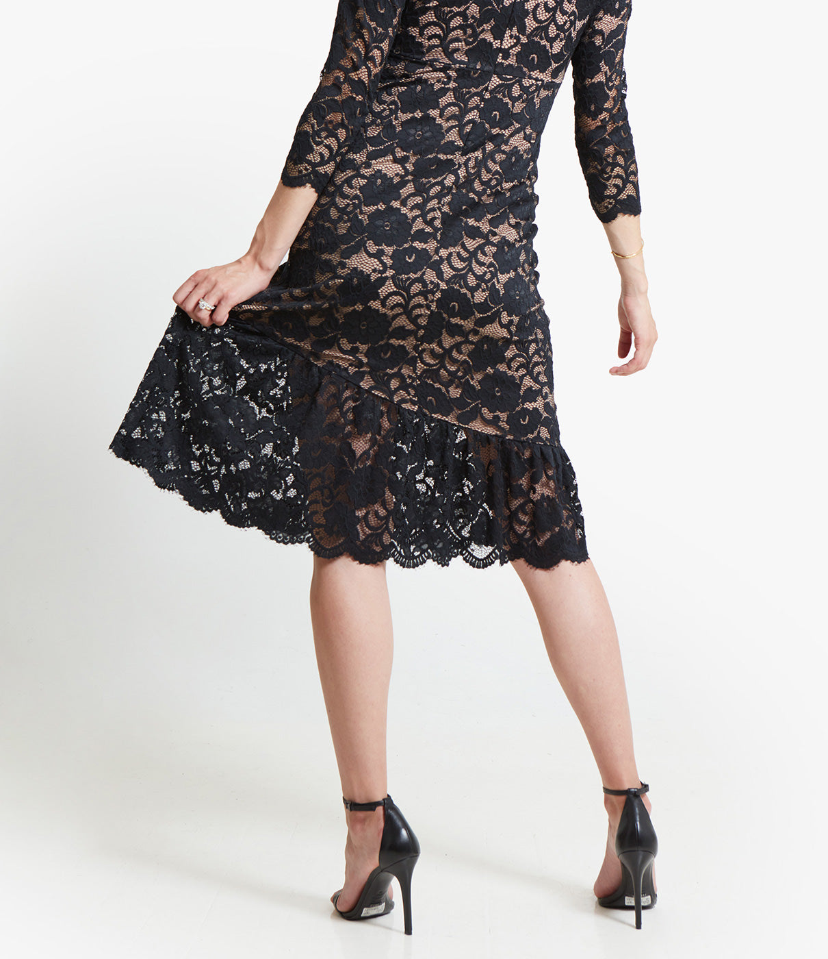 MAXIMUM MOVEMENTStretch lace and a breezy flounce skirt make this dress as easy to move in as it is to style.