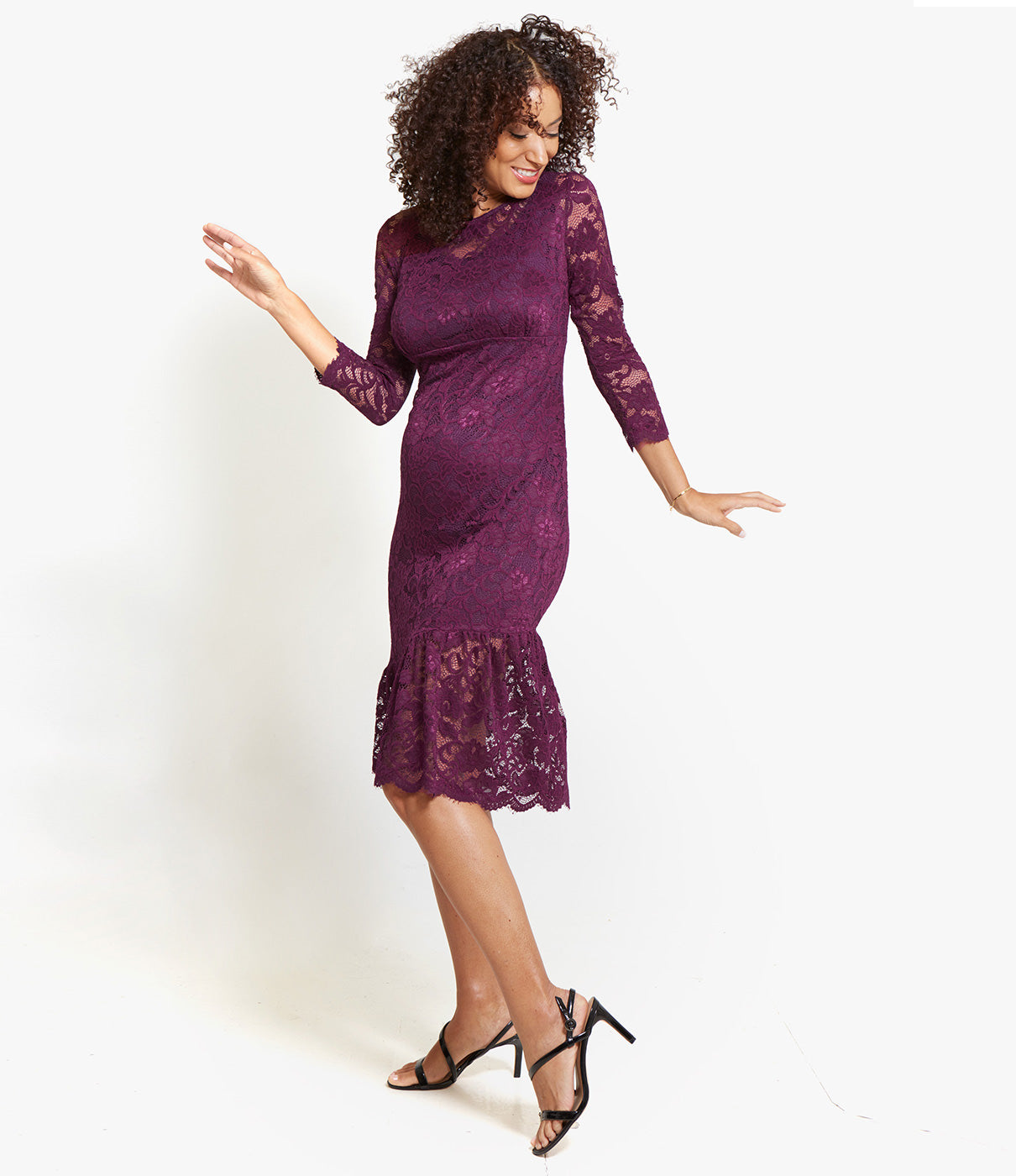 FLATTERING FITThis lace dress has just the right amount of stretch and a concealed back zipper, for the most figure-flattering yet comfy fit.