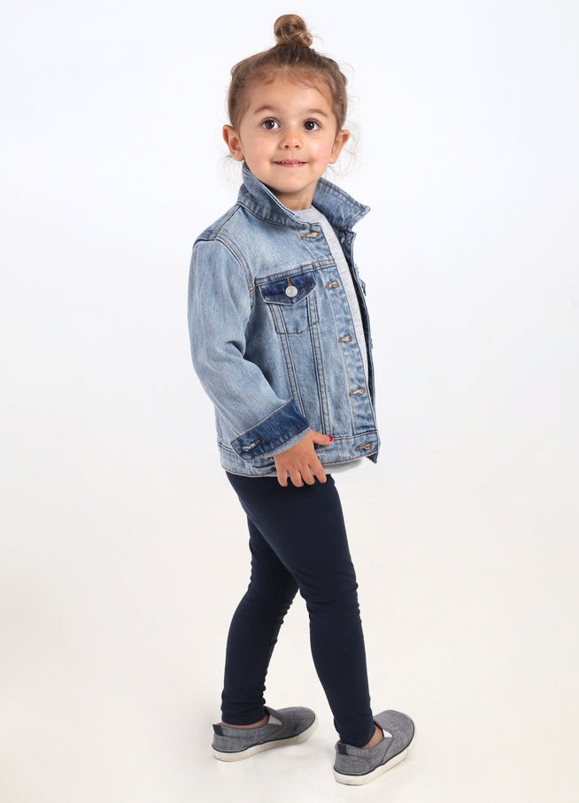 Model is 3 years old and wearing a 3T.