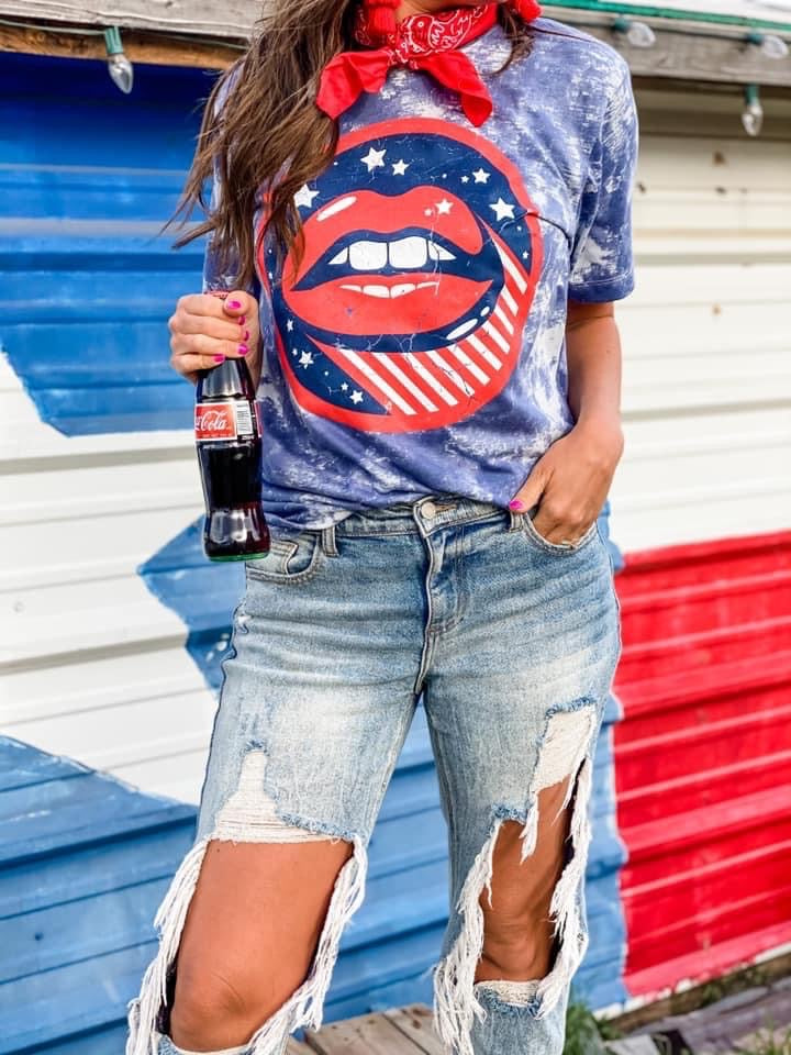 GRAPHIC Tee - American Kiss - Lola Cerina Boutique
