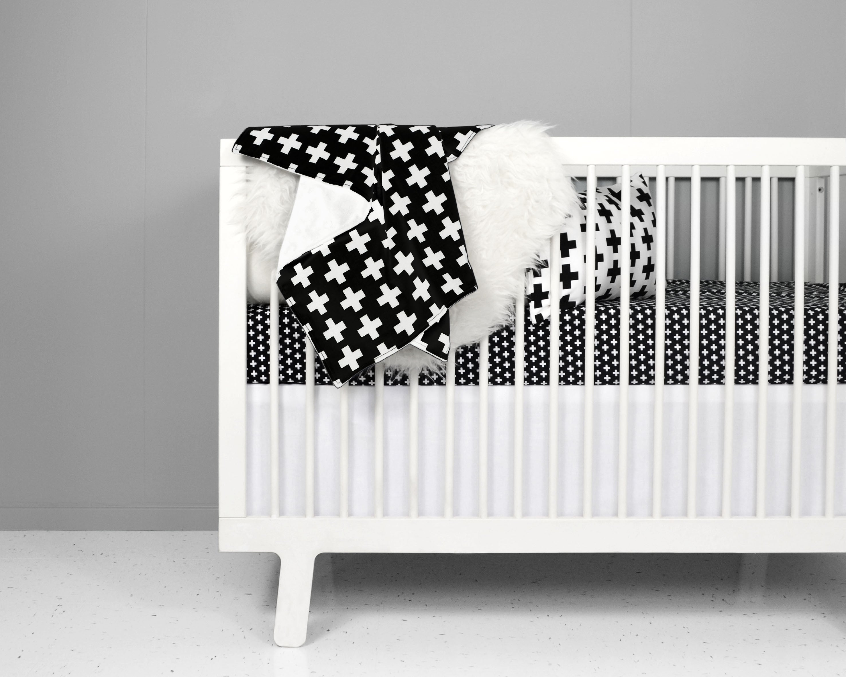 Nordic Cross Crib Sheet Black - Leo + Cullie