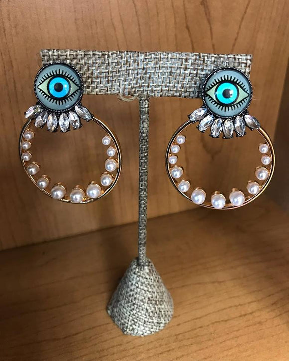 Eye with pearls earrings