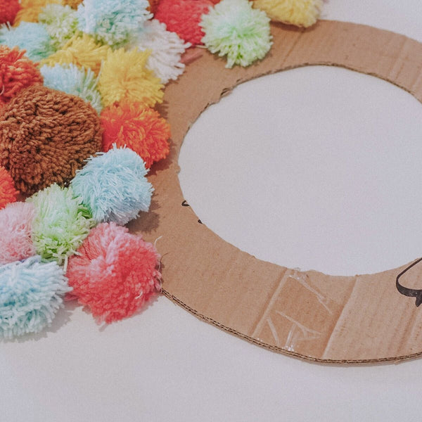 Olii Ella DIY Pom Pom Wreath step 3