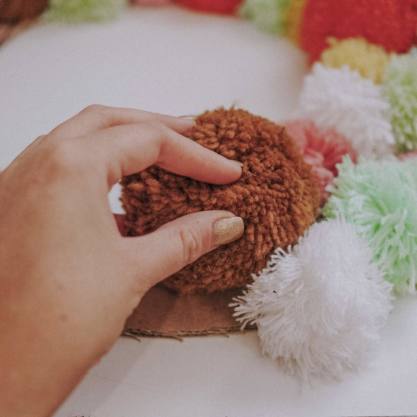 Olii Ella DIY Pom Pom Wreath step 2