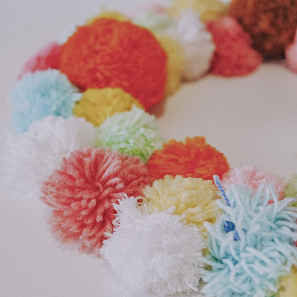 Olii Ella DIY Pom Pom Wreath step 6