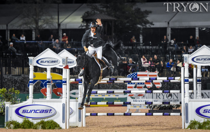 Andrew Kocher celebrates over the final fence. Ph. ©Meg Banks/TIEC