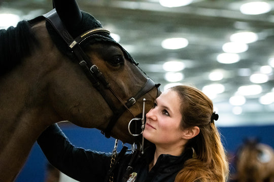 What's in My Ring Bag? Nikki Javorek Packs Good Luck for Geir Gulliksen