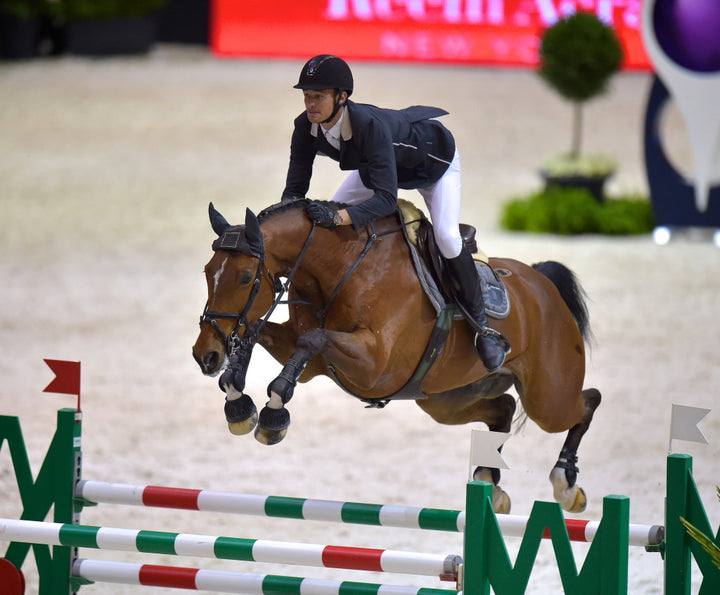 Olympic champions Steve Guerdat (SUI) and Nino des Buissonnets at full stretch on their way to the joint lead going into the final leg of the Longines FEI World Cupª Jumping Final in Lyon (FRA). Credit: FEI/Arnd Bronkhorst/Pool Pic