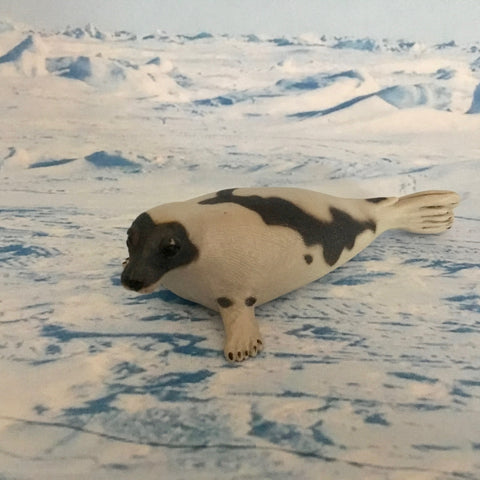 Harp seal figurine
