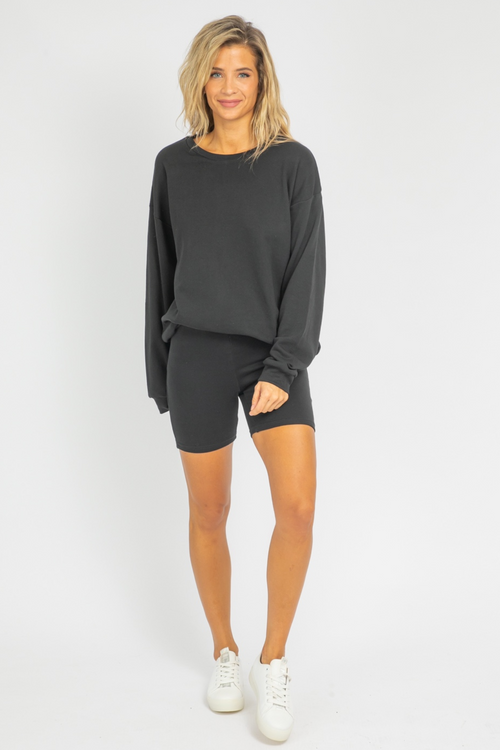 OVERSIZE CREWNECK + BIKER SHORT SET