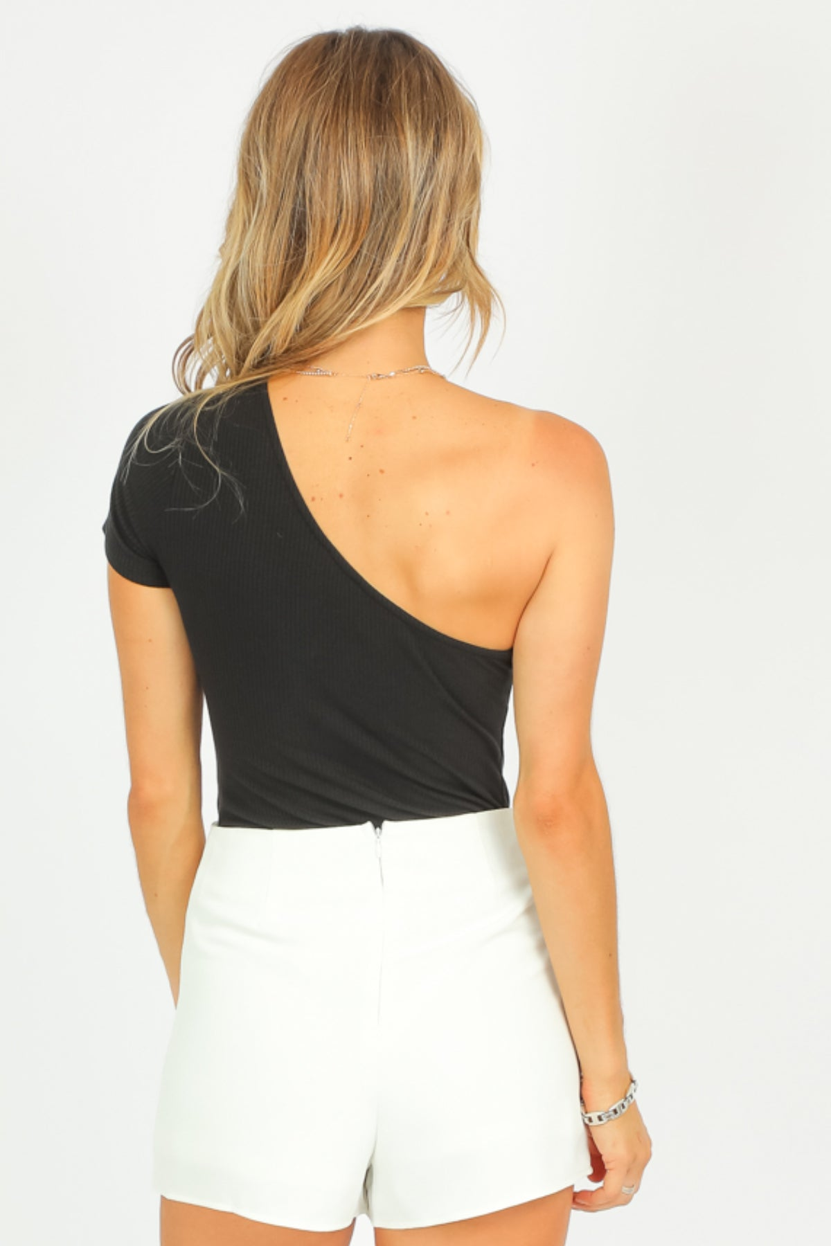 BLACK RIBBED ONE SHOULDER BODYSUIT