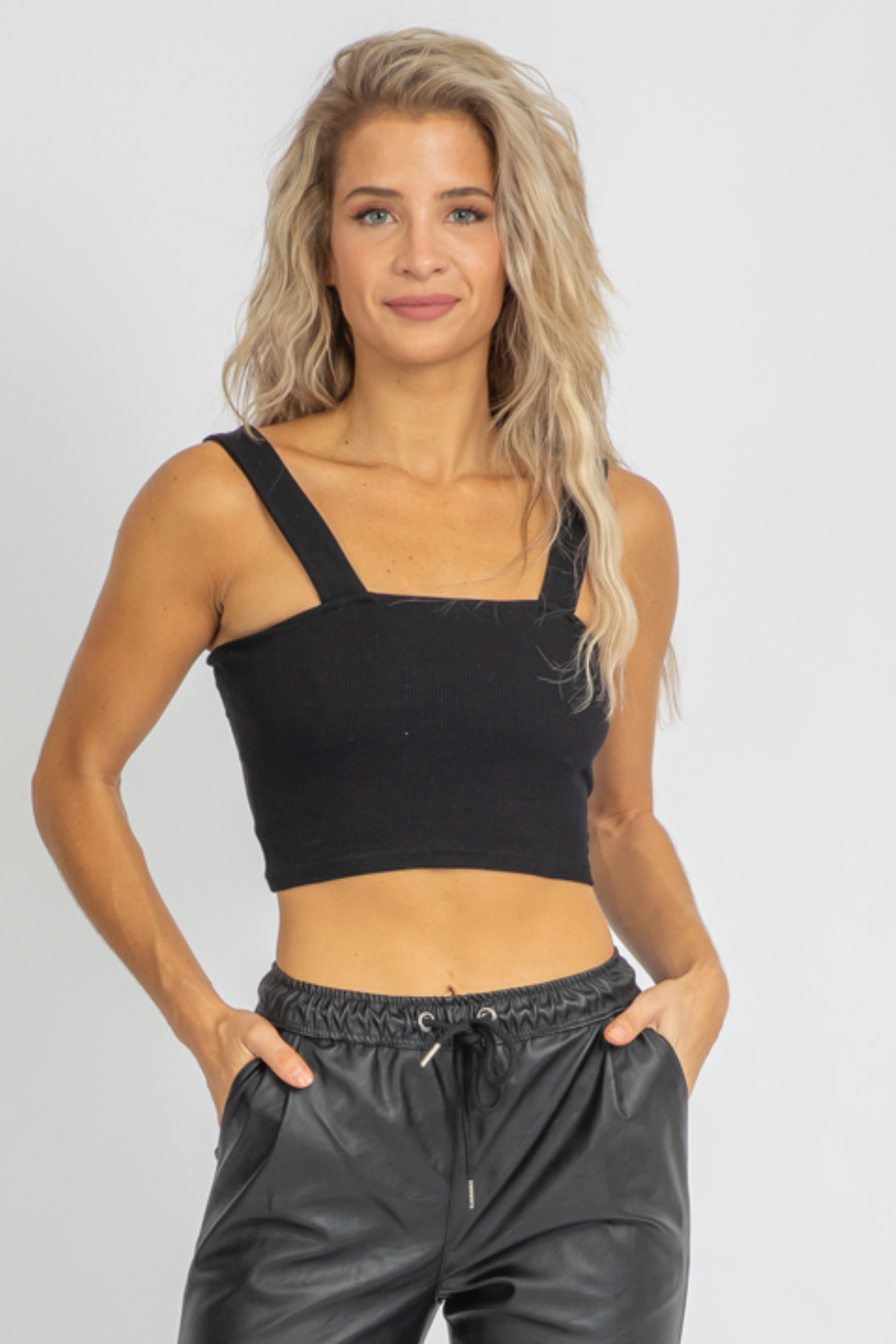 BLACK SQUARENECK KNIT CROP TANK