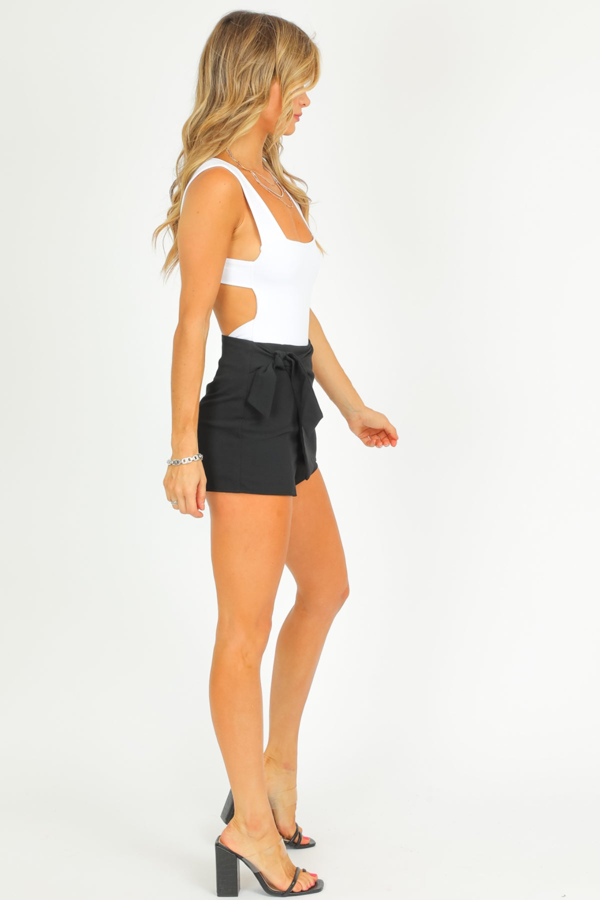 BLACK SIDE TIE SKORT