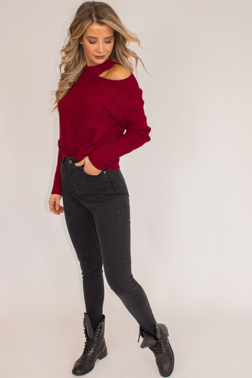 BURGUNDY SHOULDER CUTOUT SWEATER